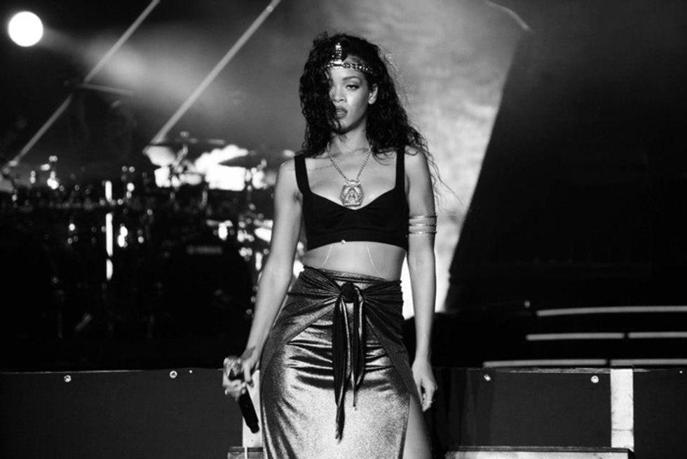 Rihanna e Chris Brown tornano insieme. Ecco la loro storia fra baci, pianti, pentimenti e botte