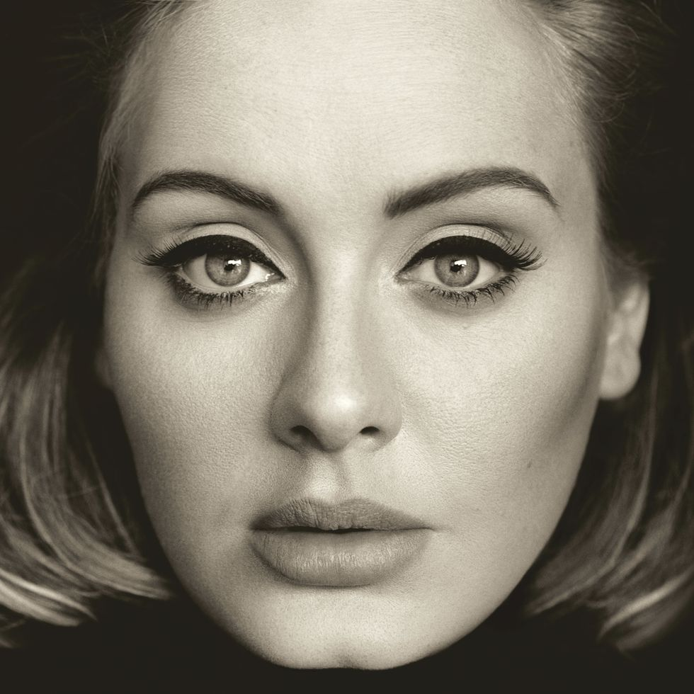 Adele: il ritorno è un trionfo (in classifica e sui social)