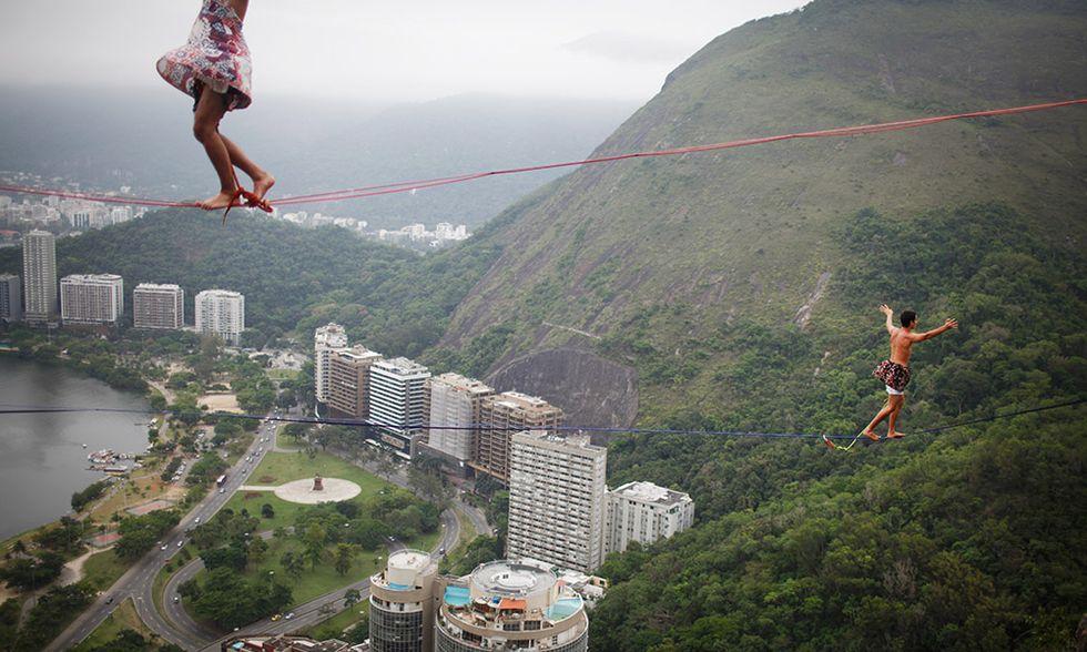 Slacklining a Rio De Janeiro