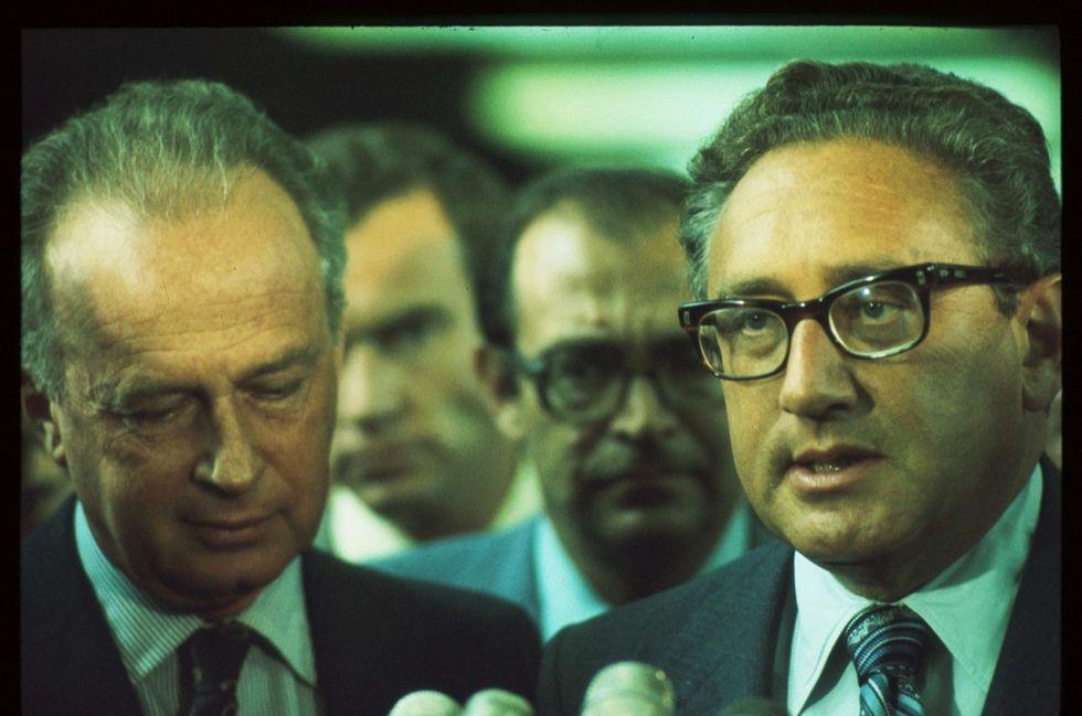 Kissinger, l'uomo che sussurra all'orecchio di Trump