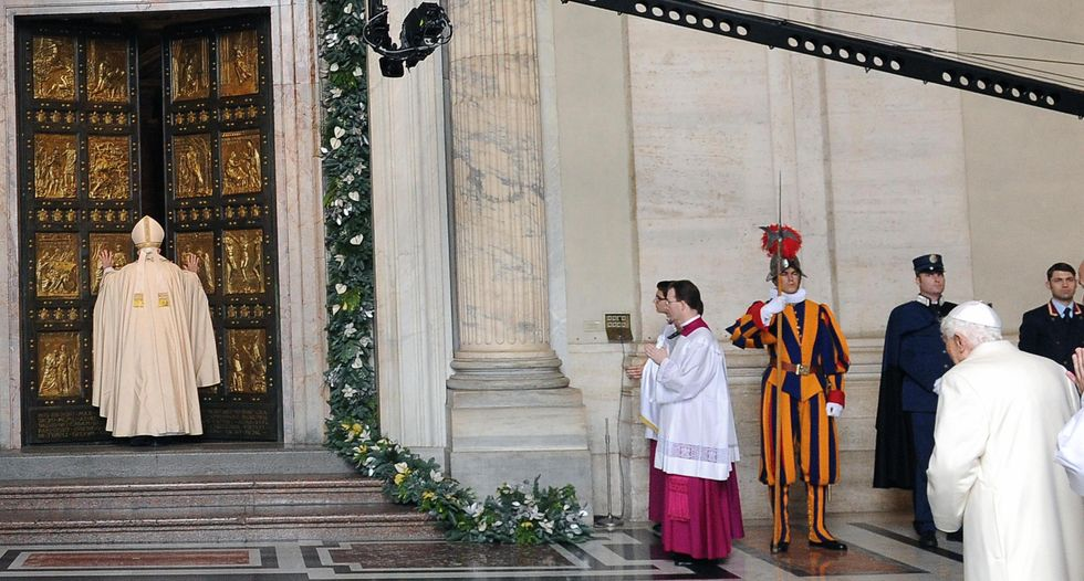 Il Giubileo dei due Papi tra paura e misericordia