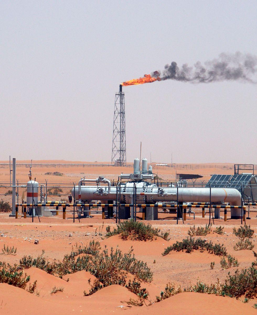 Petrolio, perché il prezzo è sceso così in basso
