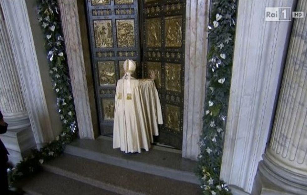 Ascolti 8/12: Papa al 45% di share, poi testa a testa tra le fiction