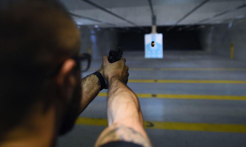 armi poligono pistole legittima difesa