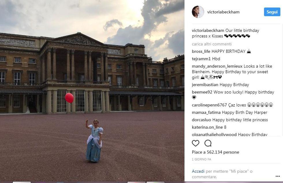 Harper Seven a Buckingham Palace