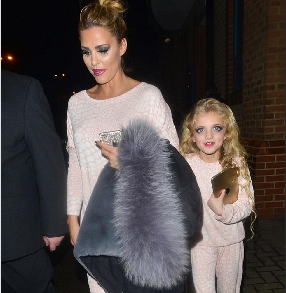 """Katie Price e la figlia """"gemella"""""""