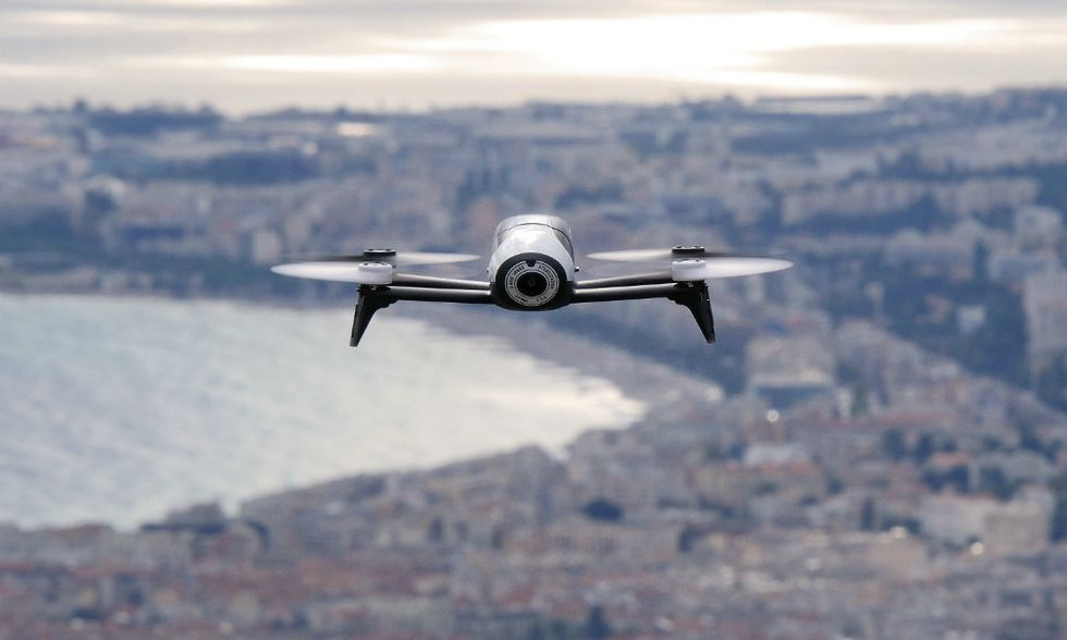 Droni-apertura