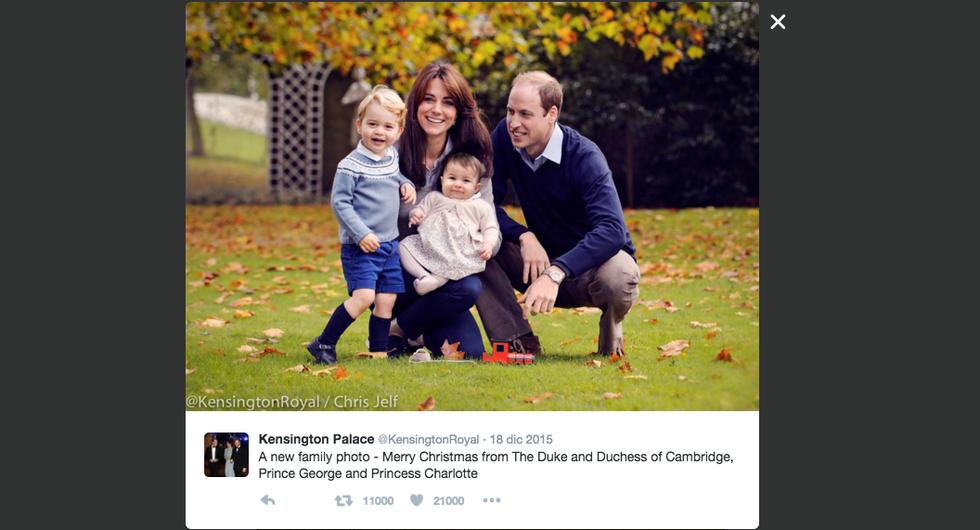 La foto natalizia distribuita dalla famiglia reale