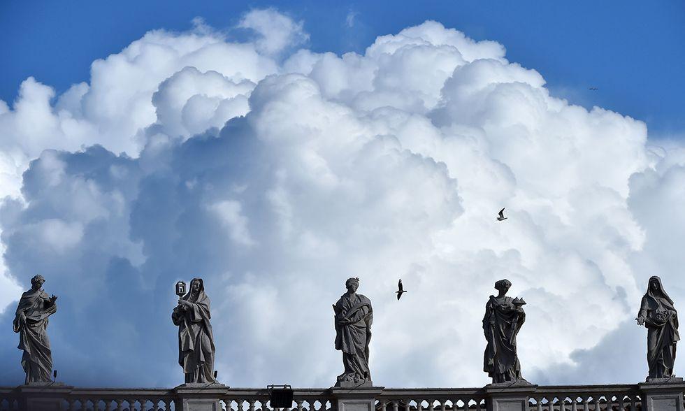 Grandi nubi su Piazza San Pietro