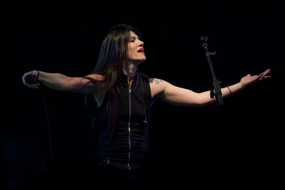 "Elisa torna all'inglese nel nuovo singolo ""No hero"""