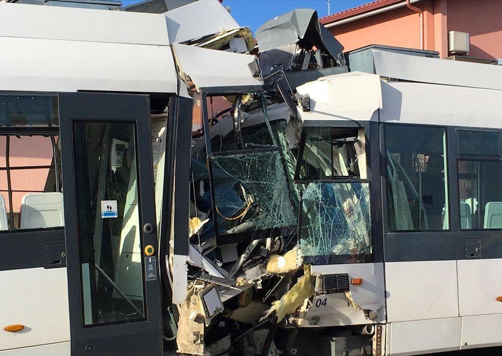 Scontro tra treni metro leggera Cagliari, feriti