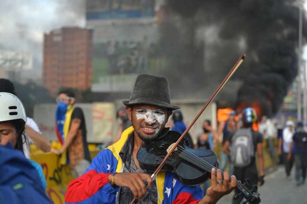 Venezuela: il violinista anti Maduro che suona per la libertà