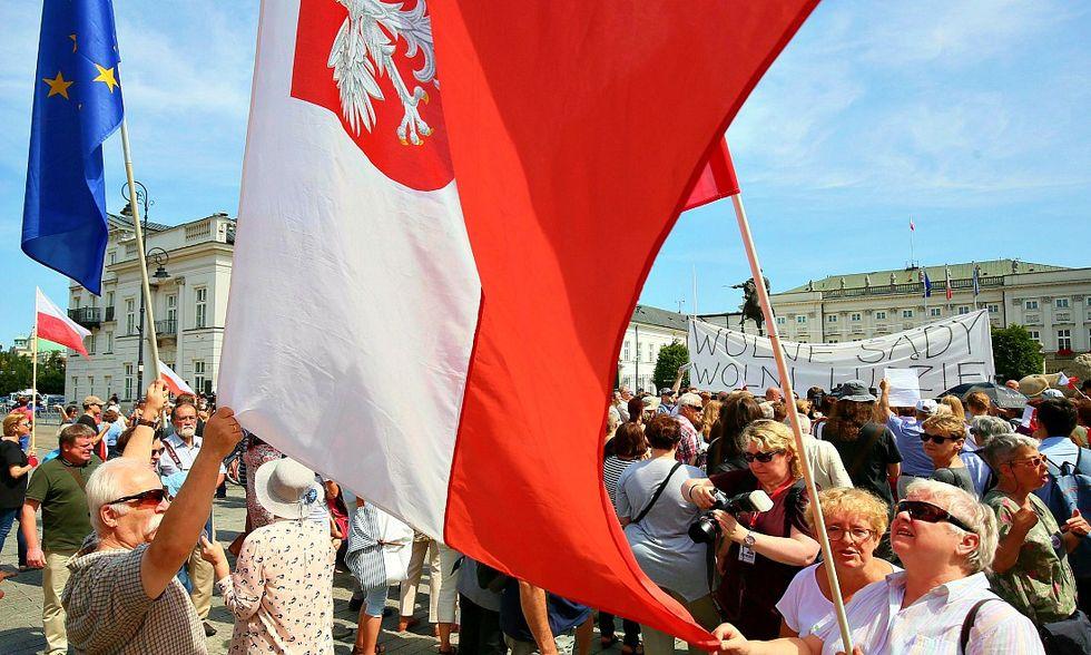 Polonia, il presidente blocca la riforma illiberale del sistema giudiziario