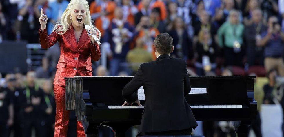Lady Gaga, Coldplay,Beyonce e Bruno Mars incantano il Super Bowl - Video