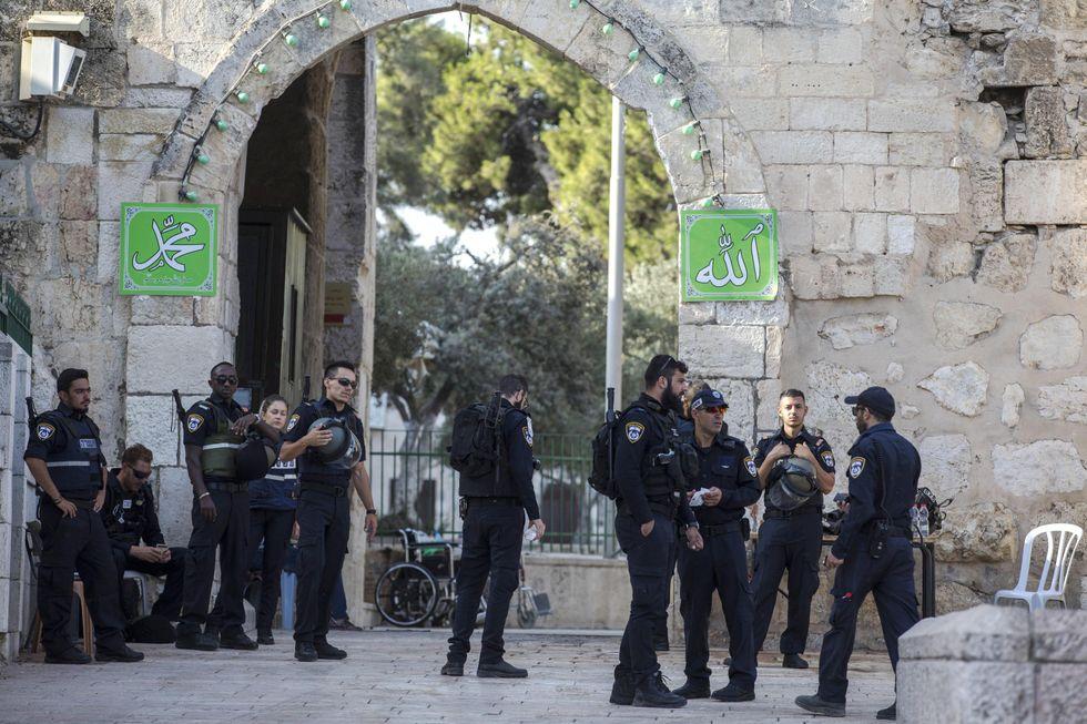 La linea morbida di Israele: via i metal detector da Spianata delle Moschee