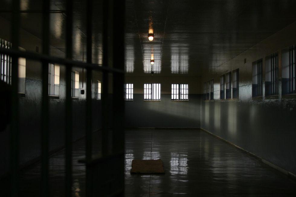 "Carceri: la ""rivolta"" dei detenuti, la solitudine degli agenti"