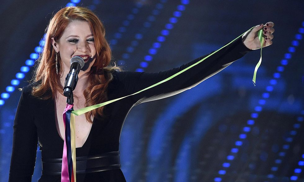 Sanremo 2016, Sanremo, Noemi con microfono arcobaleno