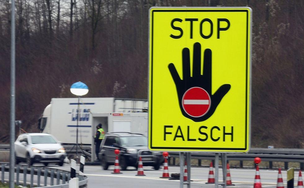 Migranti, l'Austria blinda le frontiere. Ma l'Europa non ci sta