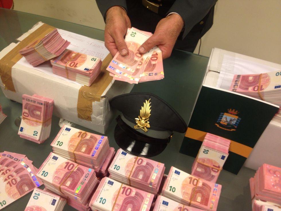 "Banconote false ""smerciate"" come la droga"