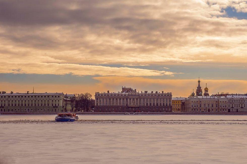 Brokken, Bagliori a San Pietroburgo