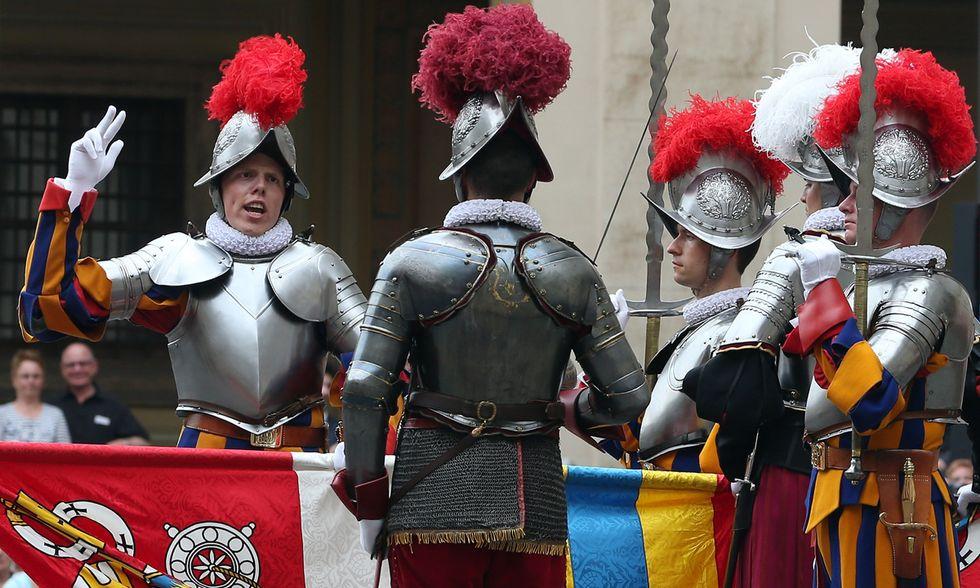 Il giuramento delle Guardie svizzere in Vaticano - Foto