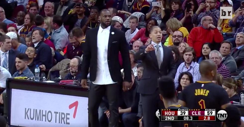 Nba, LeBron James: una serata da coach dei Cleveland Cavs