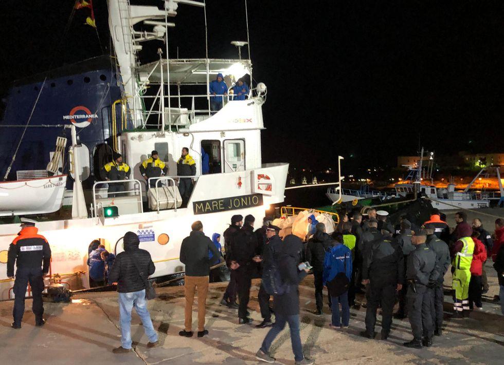 Migranti: Mare Jonio in porto Lampedusa