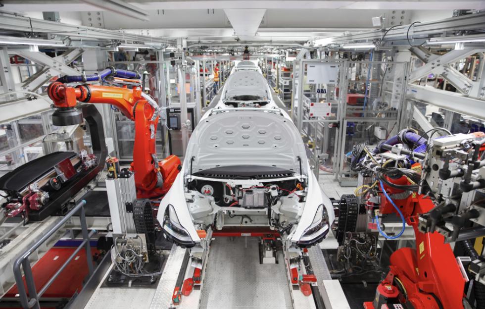Auto elettriche, ecco come nasce una Tesla