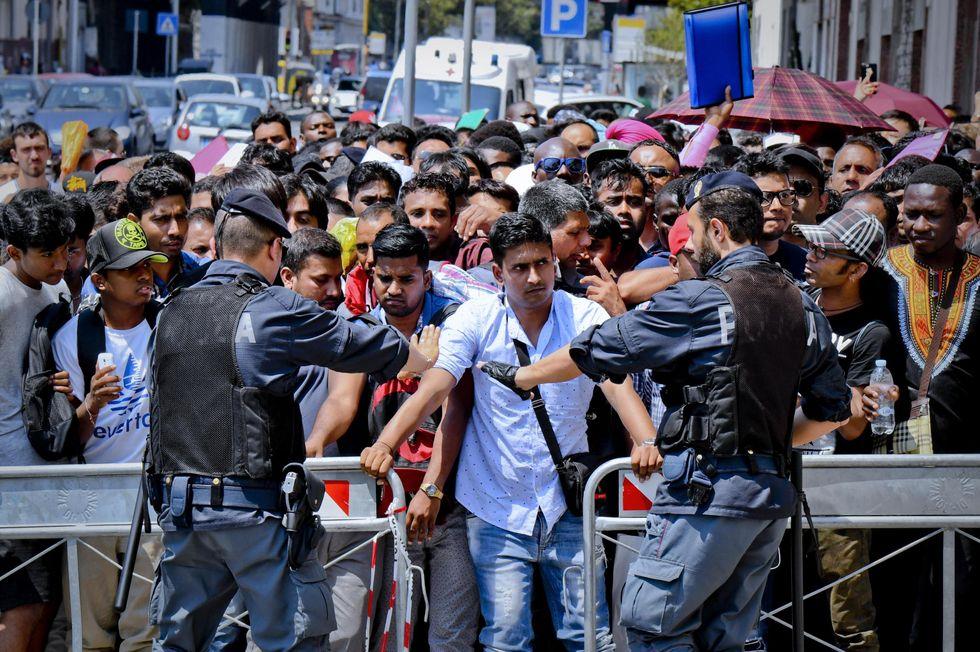 migranti permesso di soggiorno clandestini