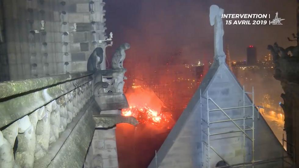 video pompieri incendio Notre Dame