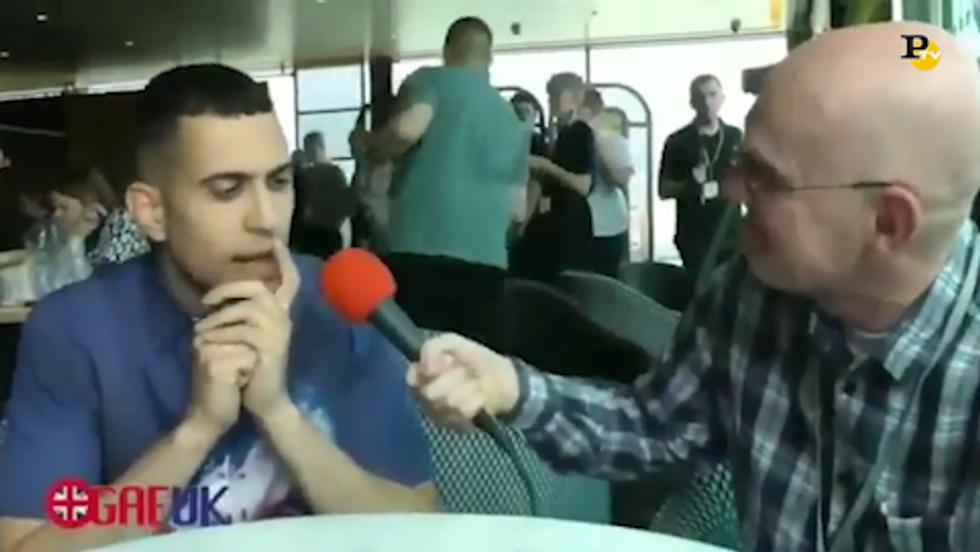 Mahmood e l'imbarazzo per la domanda in inglese del giornalista
