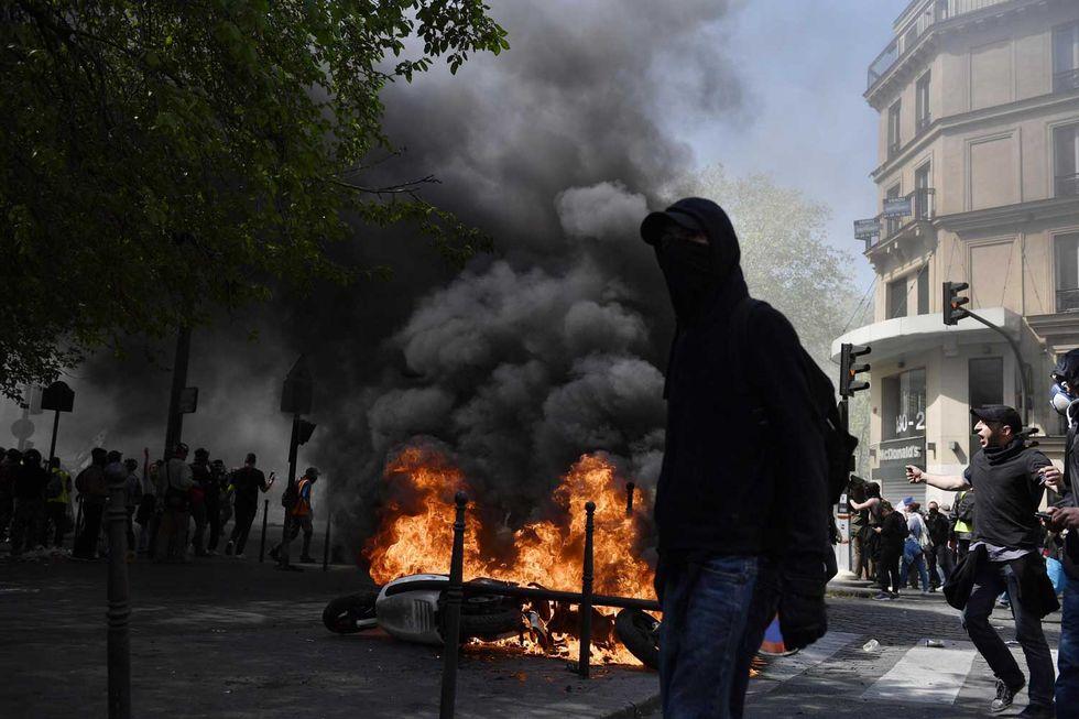 Parigi-gilet-gialli-scontri