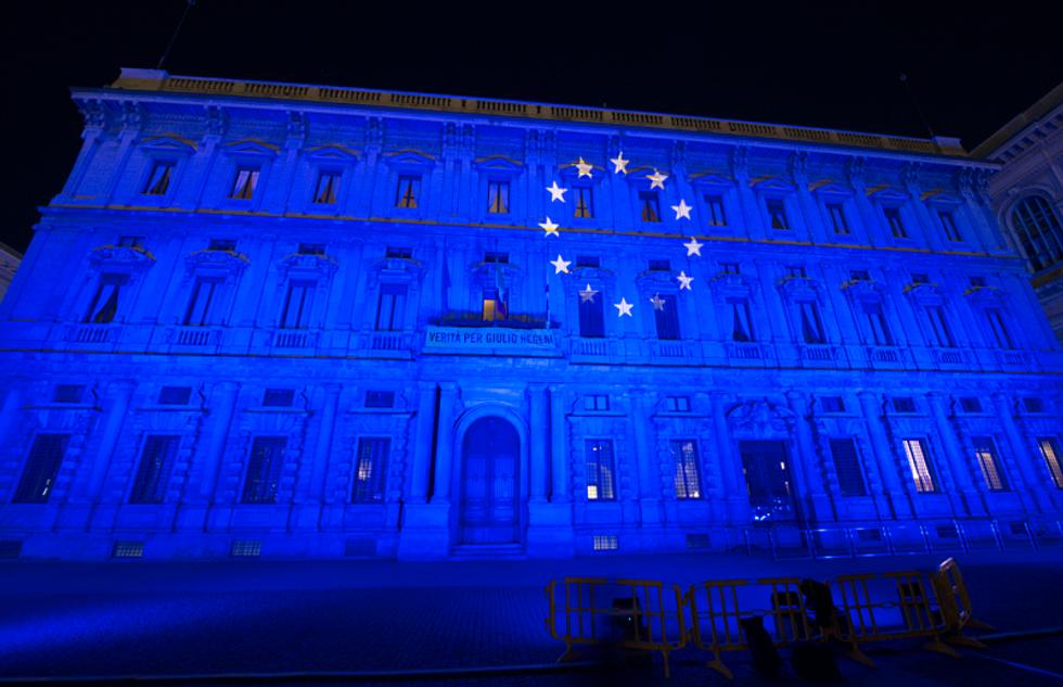 milano monumenti illuminati festa unione europea europa