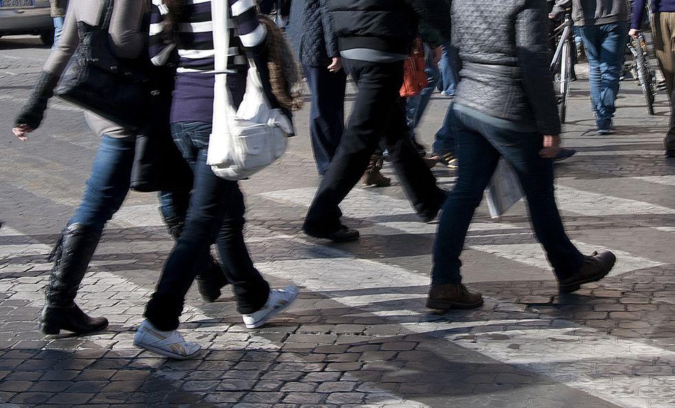Gli italiani e le strisce pedonali: un rapporto difficile