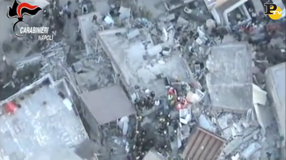video terremoto ischia elicottero carabinieri