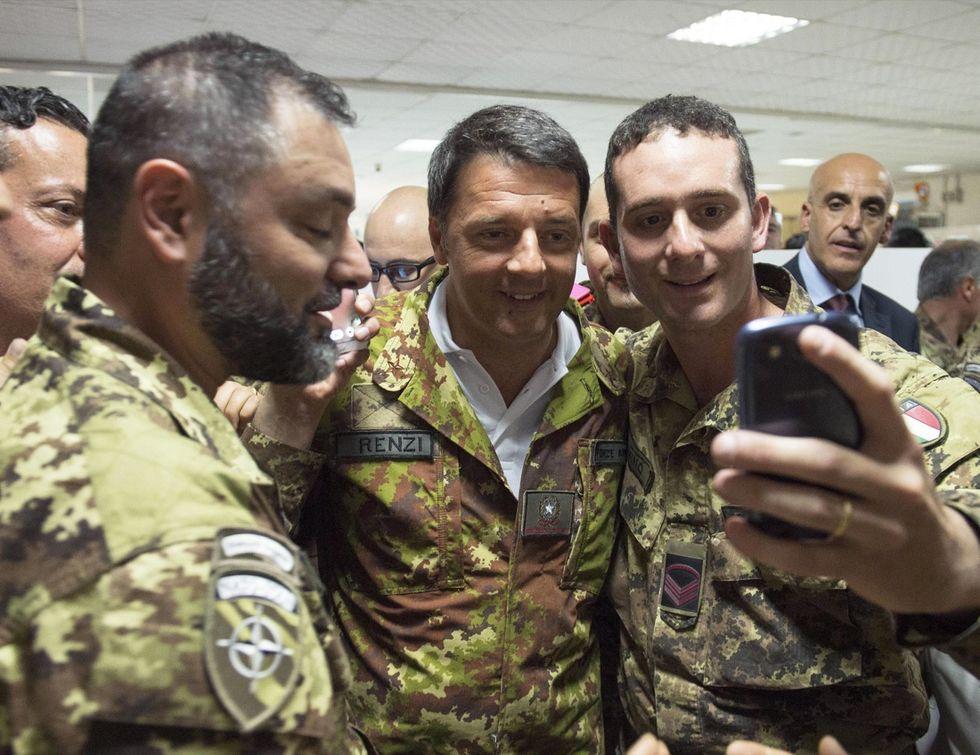 Renzi in Afghanistan, l'incontro con i soldati italiani - Foto