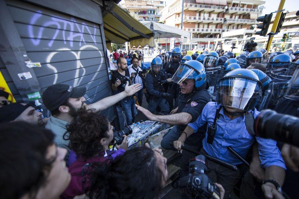 Casapound - centri sociali: le foto degli scontri a Roma