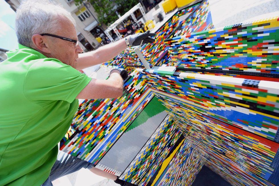 Lego, a Milano la torre da Guinness