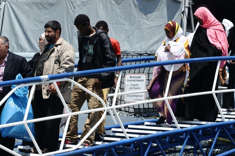 "Migranti, Renzi ferma Maroni: ""Basta demagogia!"""