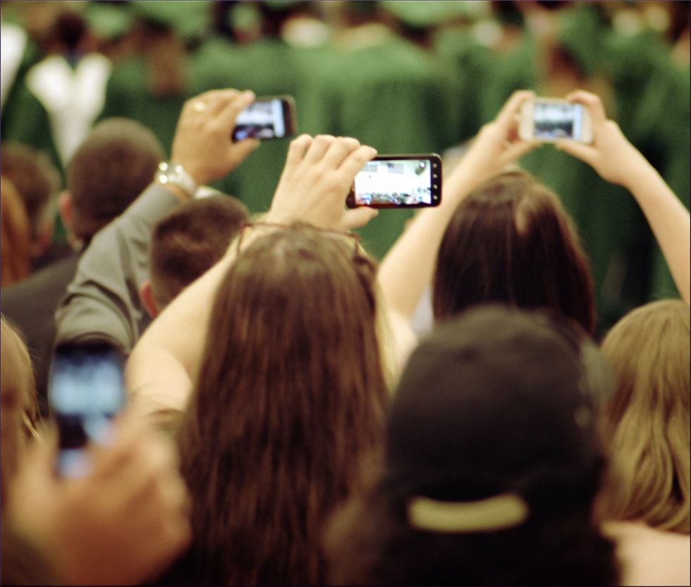 Smartphone a scuola: sono utili per imparare