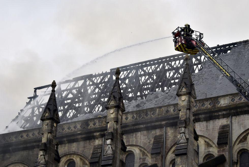 Francia, la basilica di Nantes in fiamme