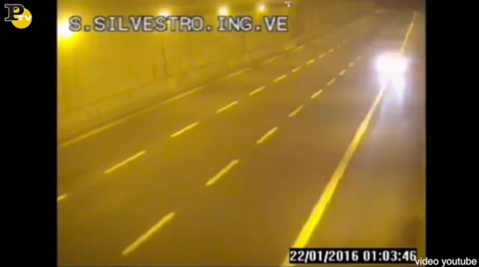 audi gialla contromano autostrada