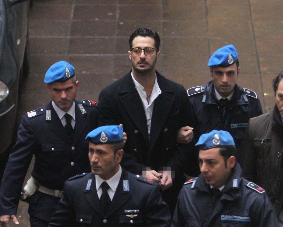 Fabrizio Corona resta in comunità (per ora)