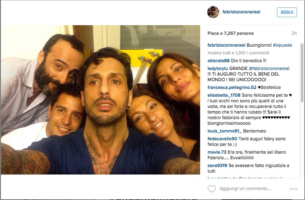Fabrizio Corona in comunità, primo selfie su Instagram