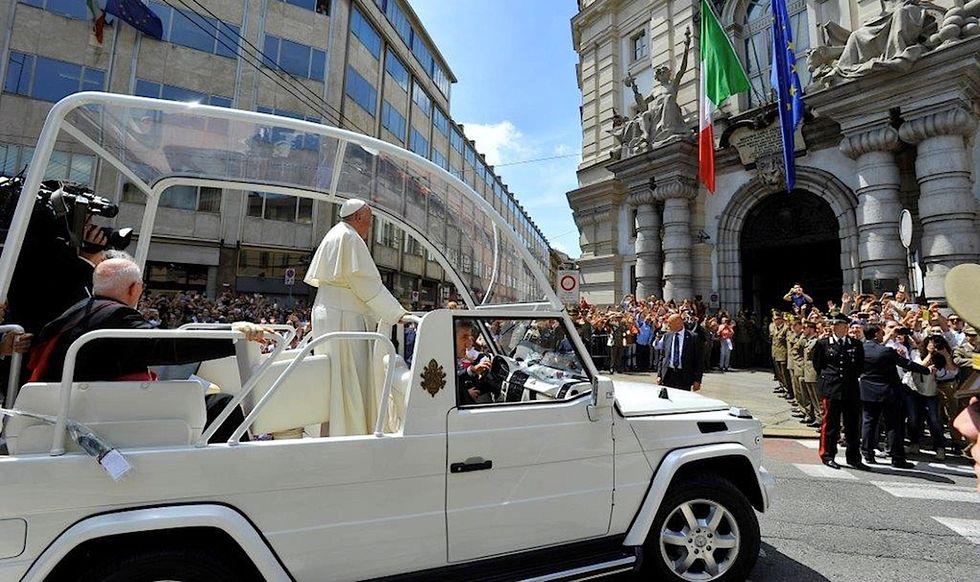 """Il Papa sui migranti: """"Non dobbiamo volere una società che escluda"""""""