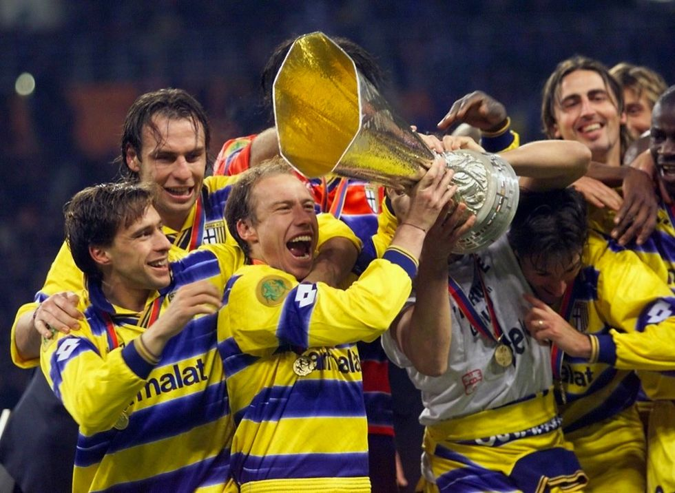 Dopo il fallimento, il Parma riacquista all'asta le sue Coppe