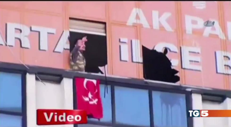 Turchia: assalto alla sede del partito di Erdogan