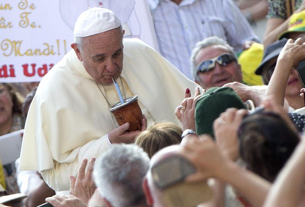 Un mate di coca per Papa Francesco in Bolivia