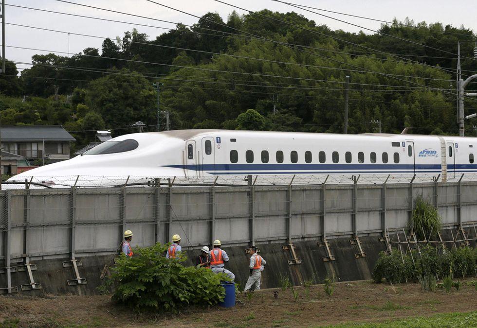 """Giappone: suicidio sul """"treno proiettile"""""""