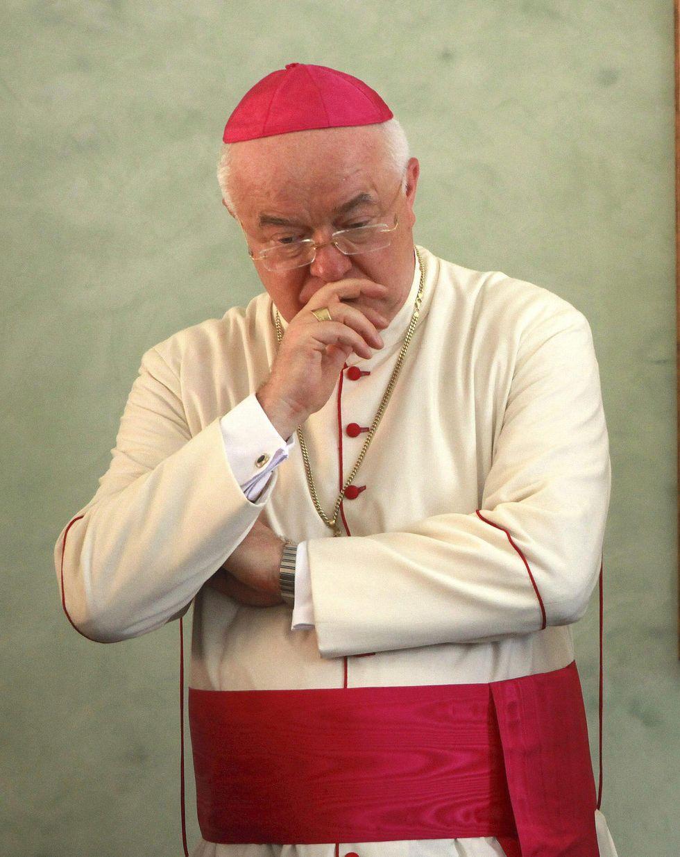 Lo schiaffo del Papa al nunzio: sarà processato da un tribunale di laici